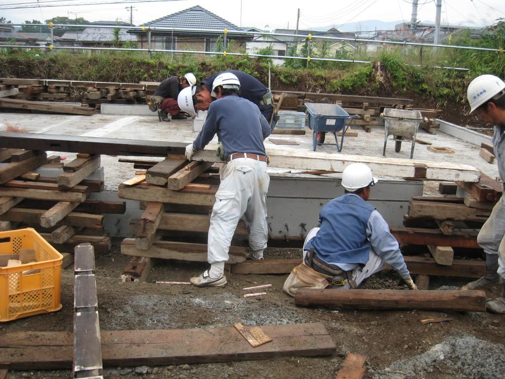 曳き屋神社移設工 (1)